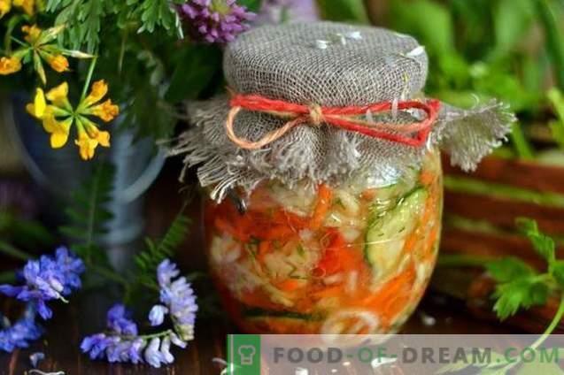Салата од зелка за зима со краставици и домати