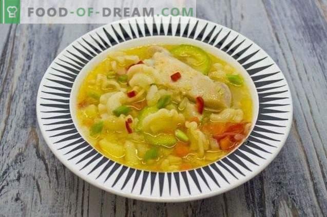 Пилешка супа со зеленчук и тестенини