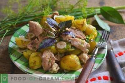 Рустична салата со компири и месо