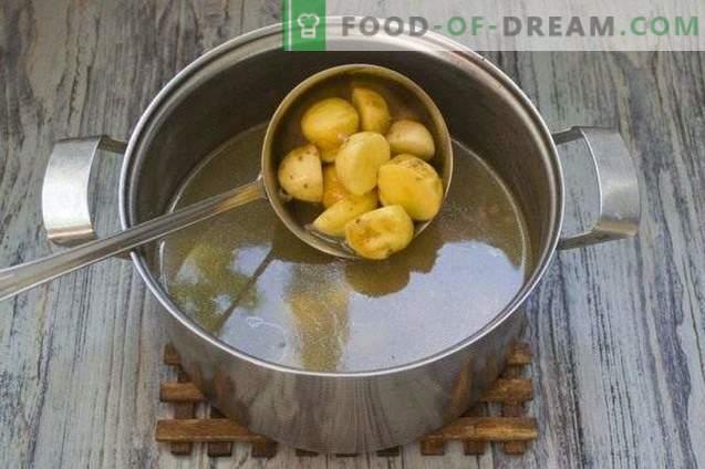 Супа со леќа, жолти домати и млади компири