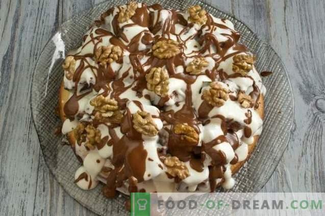 Biscuitgebak met walnoten en zure room