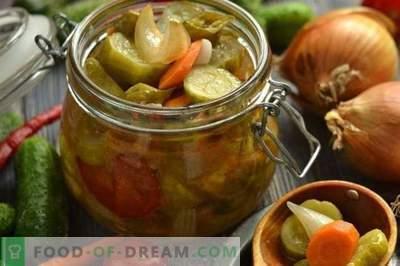 Корејска салата со краставици и домати за зима