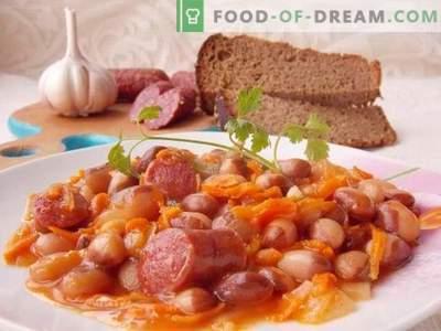 Пушеле колбаси задушени во сос од домати