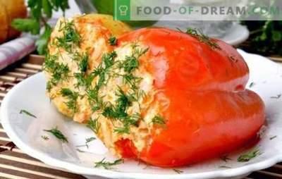 Домати и зачинет сос за пиперки полнети со ориз во бавен шпорет. Бибер со ориз во бавен шпорет - брзо!