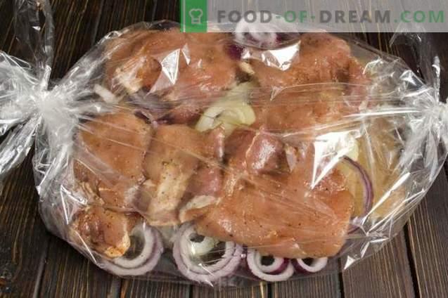 Вкусен свинско месо со наут и кромид во рерната