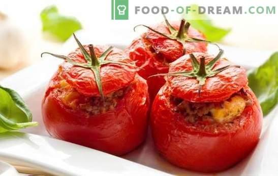 Домати со сирење и лук се потомци на италијанската каперза! Најдобри рецепти на домати од сирење и лук