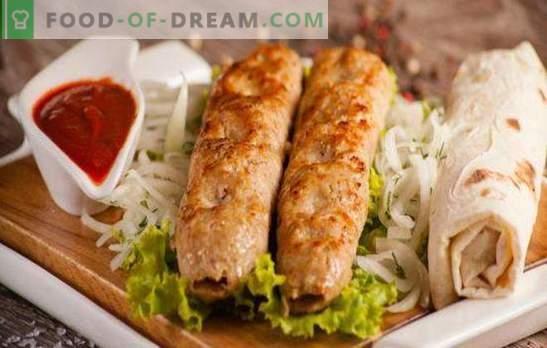 Пилешки ќебапи е вкусно и оригинално јадење за помалку од еден час. Пилешки ќебапи во рерната, во садот и скара