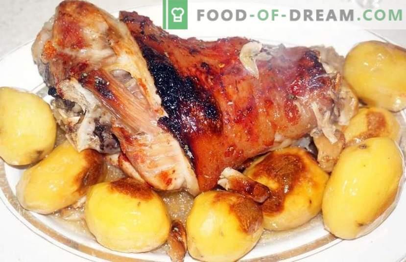 Главни јадења на празничната маса - девет вкусни рецепти за одмор