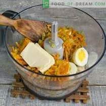 Едноставна пилешка паштета со јајца и зеленчук