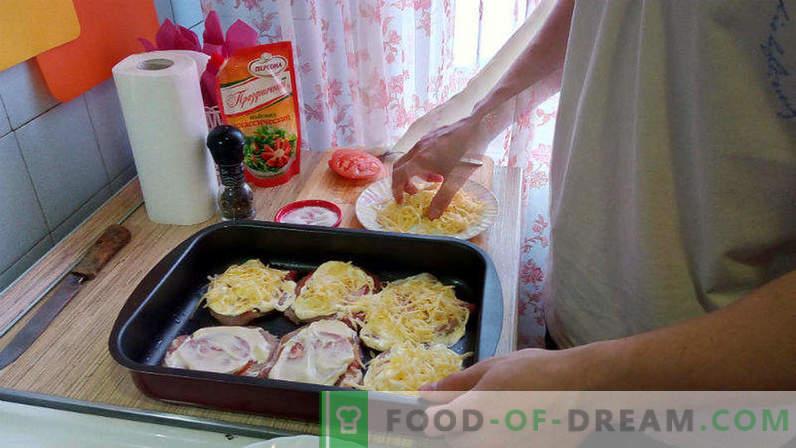 Свинско месо во рерна со домати и сирење, свинско ескалоп во рерна