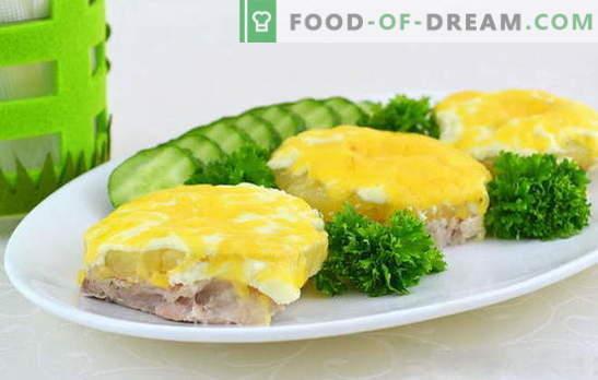Дали сакате да готвите сочно месо со ананас во рерната? Дознајте како! Начини на готвење месо со егзотични ананаси во рерната
