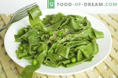 Naminiai makaronai su špinatais ir žaliais žirnių padažu