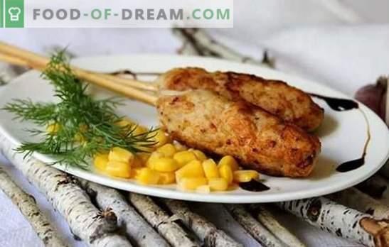 Ќебапи во печка на јагнешко, говедско, свинско месо, пилешко. Опции за готвење за ќебапи во рерната на решетката и плехот за печење