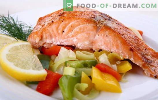 Пинк лосос печен во рерна во фолија - тоа е лесно! Рецепти од розово лосос, печени во рерна во фолија со кисела павлака, мајонез