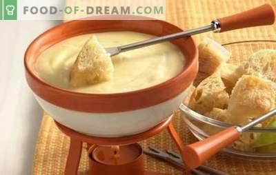 Сирење фунду е прекрасно јадење! Готвење со вкус на сирење со вино, шампањ, билки, џин и пилешко