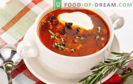 Solyanka classic е ресторанско јадење во основното мени. Готвење риба и месо класичен пешак